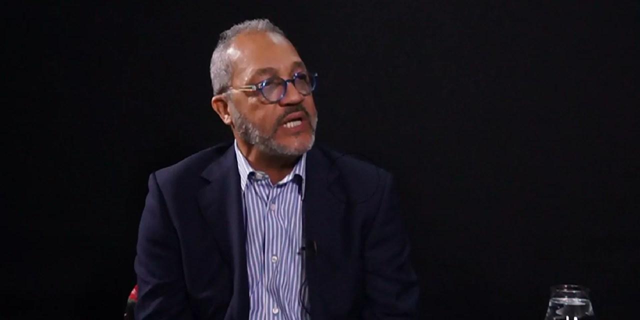 """Video: Richard Douglas propone colocar límites a los """"payasos"""" en los medios de comunicación"""