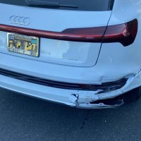 La reparación de este golpecito en una Audi e-tron quattro salió en 31,200 dólares