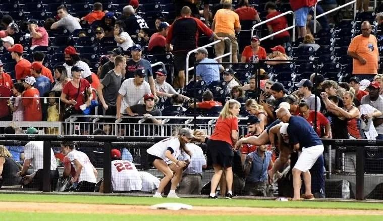 Videos: Tres heridos durante un tiroteo a las afueras de un estadio de béisbol en Washington