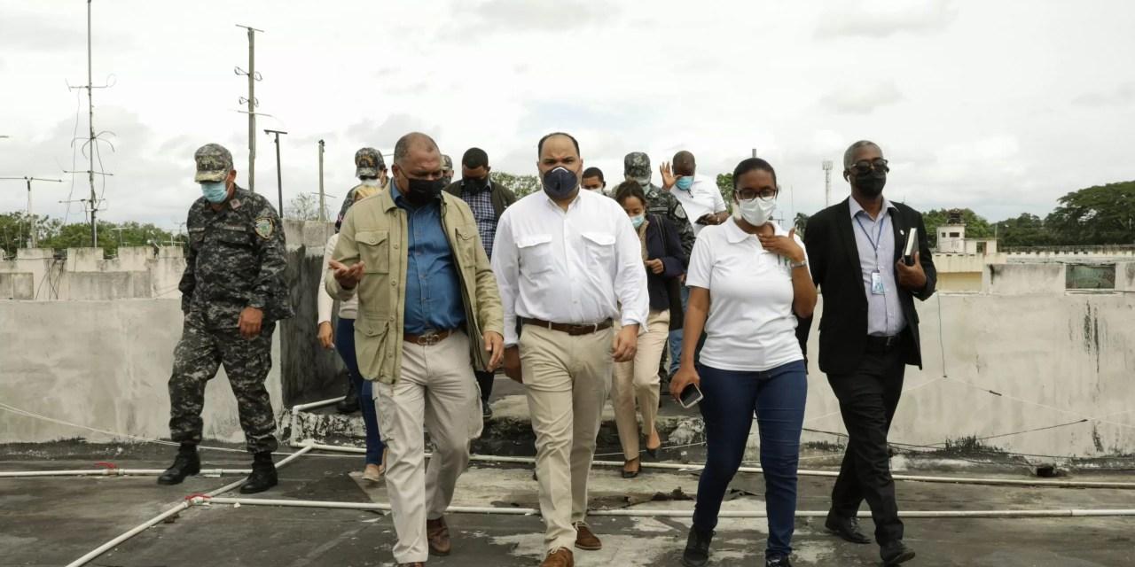 Defensor del Pueblo  de paseo por la cárcel de la Victoria