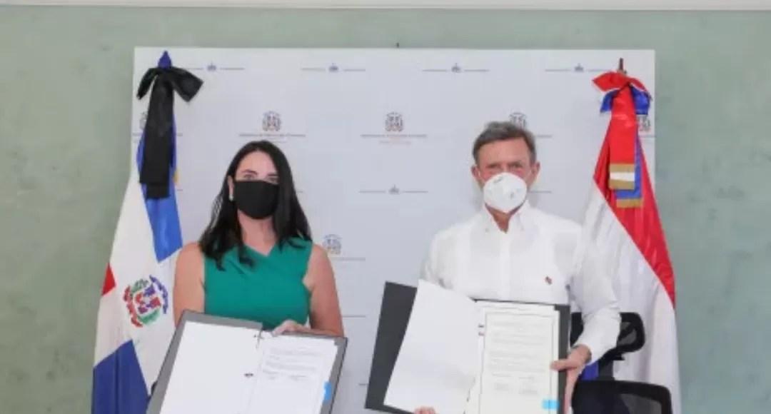 RD firma acuerdo en el que delimita frontera marítima con Países Bajos