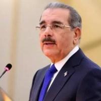 Video - Danilo Medina asiste al funeral de doña Yolanda