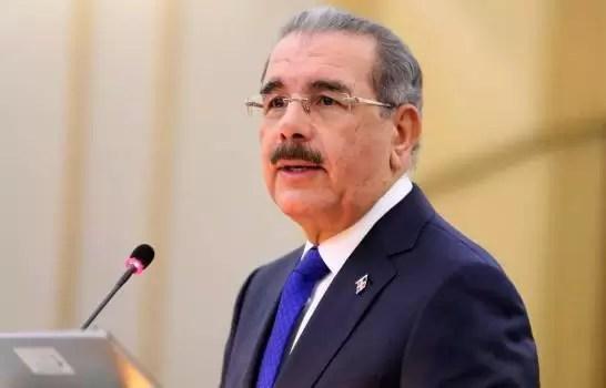 Video – Danilo Medina asiste al funeral de doña Yolanda