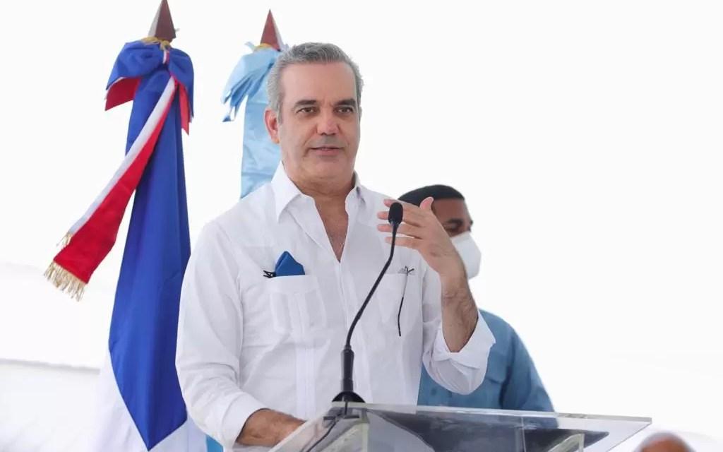 Luis Abinader anuncia construcción de UASD-AZUA