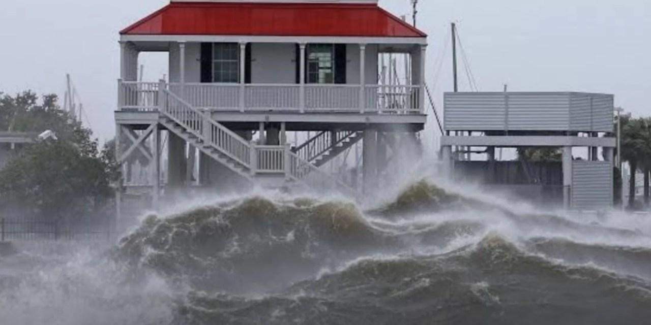 El potente huracán Ida avanza por Luisiana
