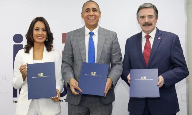 Indotel finaliza firma de contratos de concesión con empresas telefónicas