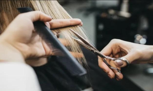 Multan en India a una peluquería con 271.000 dólares por un corte mal hecho