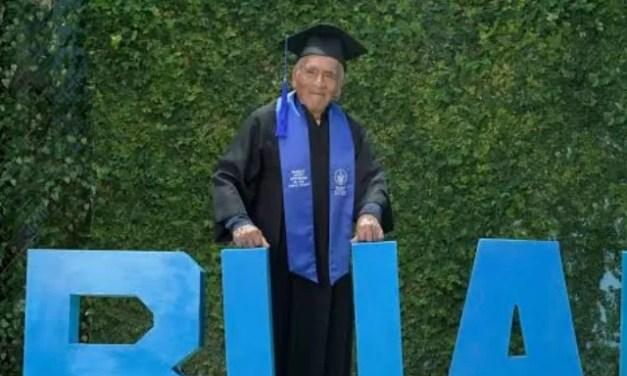 Se gradúa como ingeniero a los 84 años