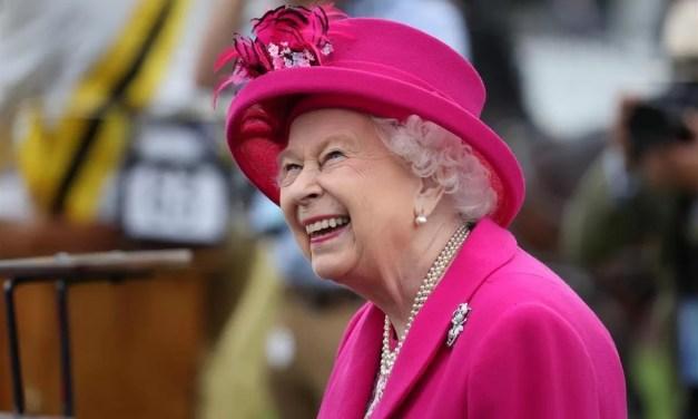 Recomiendan a la reina Isabel II dejar de consumir bebidas alcohólicas