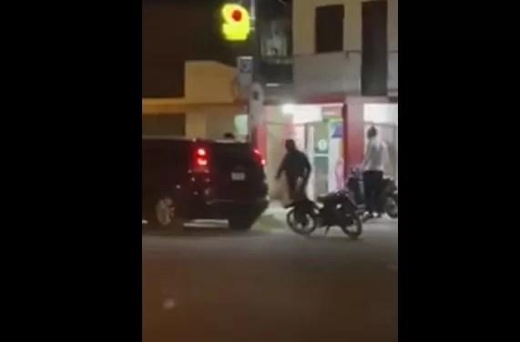 Video: asalto con armas largas en farmacia de La Vega