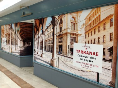DOYEN VITRINE MAGASIN 3D TROMPE OEIL SHOPPING ITALIE ROME DECORATION CENTRE COMMERCIAL MARSEILLE