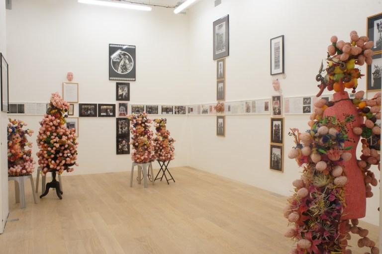 """Vue de la réactivation de l'exposition """"Autoportraits - Photos d'installations, et travaux récents, 2002"""""""