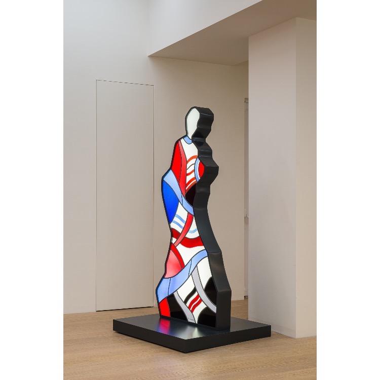 """Vue de l'exposition """"Le Phénomène Verame"""", avec : «Grande dame de cœur», vitrail coloré, 2012. Photographie : © Grégory Copitet - Enseigne des Oudin"""