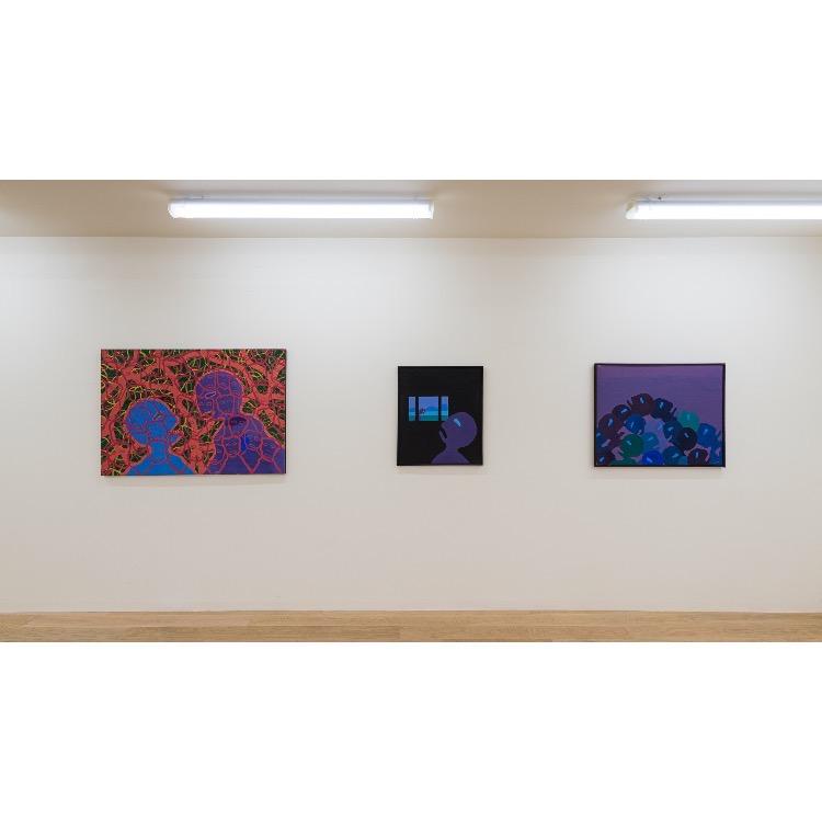 """Vue de l'exposition """"Le Phénomène Verame"""", avec de gauche à droite  : «Sans titre», peinture sur toile, 1968, «Sans titre», peinture sur toile, 1968, «Sans titre», peinture sur toile, circa 1968. Photographie : © Grégory Copitet - Enseigne des Oudin"""
