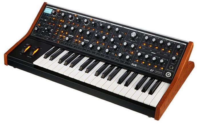"""Synthétiseur Moog Subsequent 37 pour l'article """"Bien Choisir Son Clavier"""""""