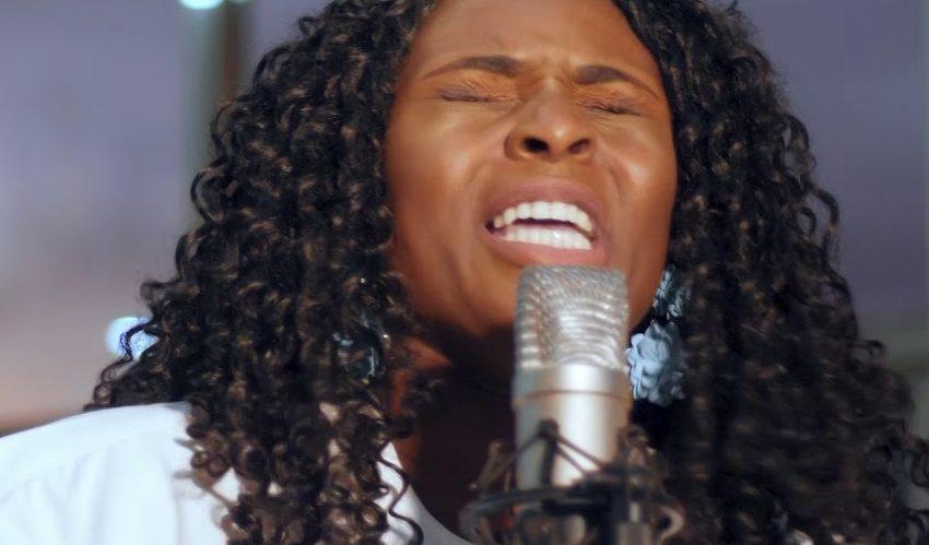 Dena Mwana – Saint-Esprit