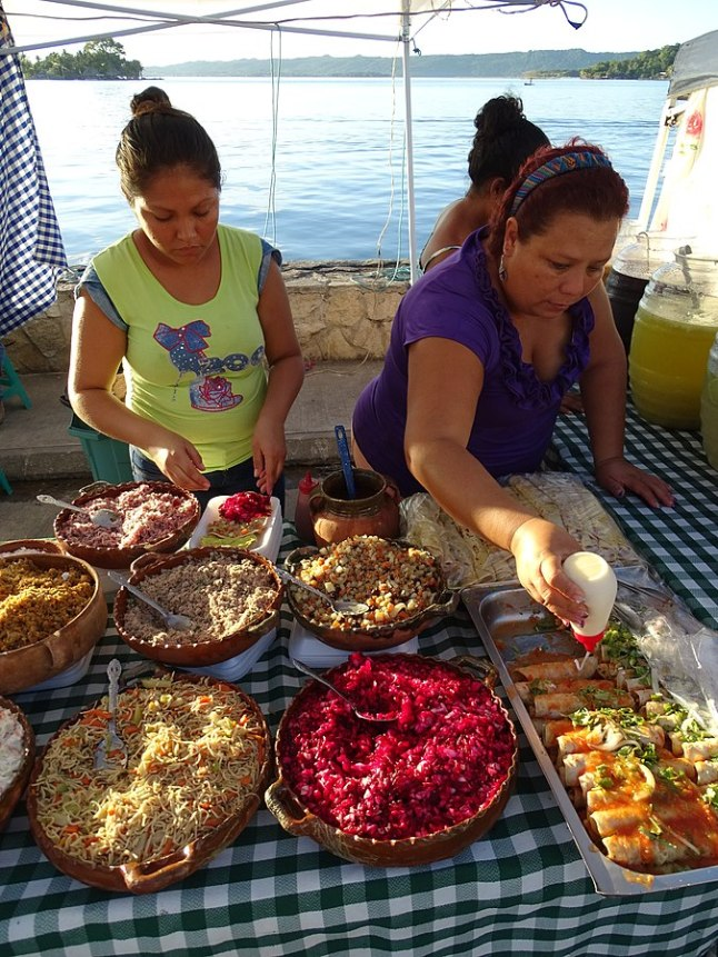 675px-Women_Serving_Street_Food_at_Waterfront_-_Flores_-_Peten_-_Guatemala_(15685397499)
