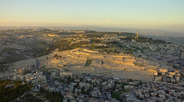 640px-2013-Aerial-Mount_of_Olives