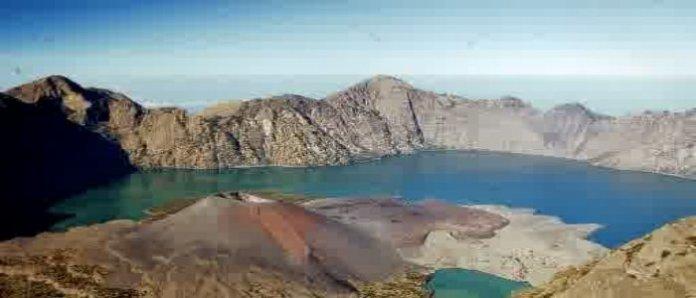 Danau Segara Anak sebagai sisa struktur awal Gunung Samalas (Gunung Barujari)