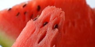 Bukan Saja Dagingnya, Namun Biji Pada Buah Semangka Ternyata Juga Memiliki Manfaat Lebih