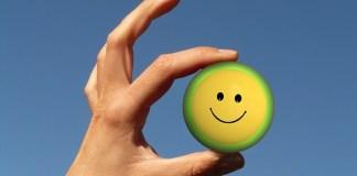 """Tahukah Anda Manfaat """"Senyuman"""" Bagi Kesehatan"""