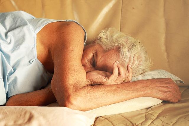 Tidur Miring dan Menyamping Juga Bermanfaat Bagi Kesehatan