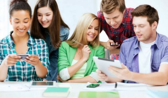 Impactos da adoção de cursos profissionalizantes em uma escola