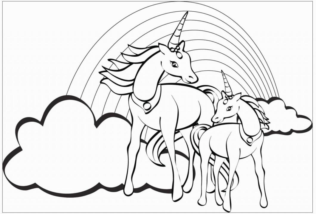 casal de unicornios com arco iris