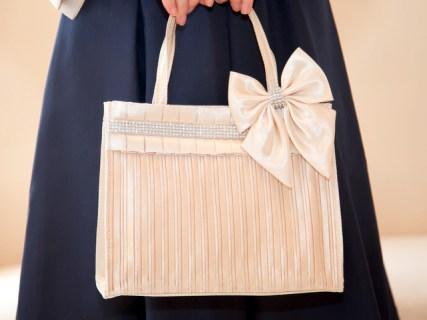 結婚式のサブバッグの選び方やマナー!紙袋や黒はNG?おすすめも紹介