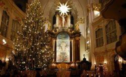 クリスマスの教会はどんな感じ?イベントや服装、1人でも行ける?