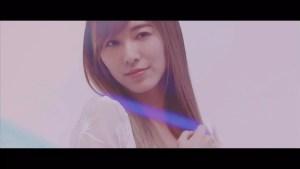 坂道AKB「誰のことを一番 愛してる?」ミュージックビデオより ©AKS