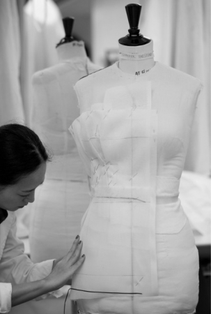 【DIOR】第77回ゴールデングローブ賞、セレブリティのドレスができるまでを公開