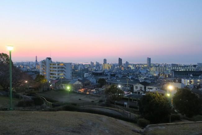 「大丸山公園」(神戸市長田区大丸町) 神戸の西方面の市街地が一望できる高台の公園。地域の人たちによって大切に整備されてきた場所
