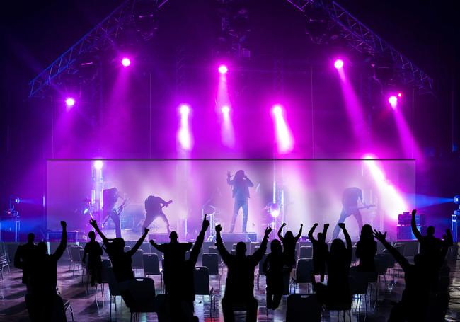 ニューノーマル時代の新しい音楽ライブの形を提案 『Distance Viewing』を初開催 音楽ユニット「ORESAMA」のライブをステージ上にバーチャル再現