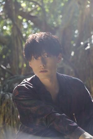 人気声優・増田俊樹が30歳を記念し、ファン待望の写真集を発売! 屋久島を舞台に、等身大で自然体な魅力を収めた集大成が今ここに
