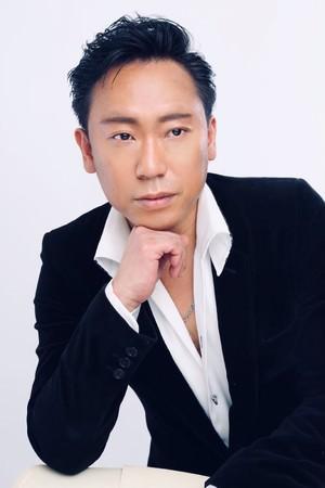 11月、故ジョニー大倉の七回忌を迎え、次男で俳優・シンガーの大倉弘也が4年振りとなる新曲「LAST CAROL」とジョニー最期の遺作「LONG GOOD BYE」を12月25日にリリース。