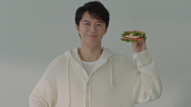 """福山雅治さんを起用した新テレビCM!キユーピーハーフ「サラダトースト 春」篇。~朝食に手軽に作れる、まるで""""片手で食べるサラダ""""のようなサンドイッチ~"""