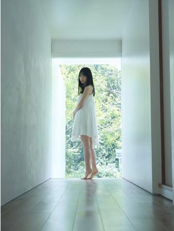 """「B.L.T.6月号」表紙・巻頭グラビアは、""""純白""""の賀喜遥香!!"""