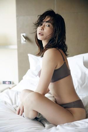 女優・長谷川京子がプロデュースするランジェリーブランド『ESS by(エス バイ)』から-本来の自分を愛せるランジェリー- が本日販売開始‼