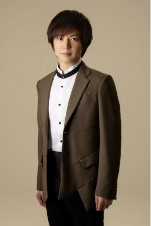 今年デビュー20年目を迎える歌手・竹島 宏がNHK BS時代劇「大富豪同心2」の主題歌「向かい風 純情」を発売!