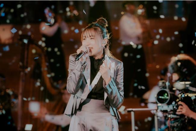YOASOBI、ユニクロ・UTとのコラボでおこなわれた無料生配信ライブ『SING YOUR WORLD』閉幕!