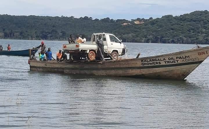 Marine: vehicle transport on a canoe