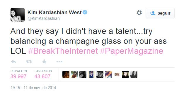 Kardashian Sostiene Copa de Champaña en su Trasero