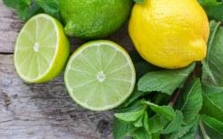 Esto es lo que no ta han dicho de tomar agua con limón