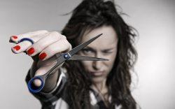 ¿Es malo cortarse el cabello en seco?