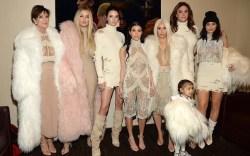 Kanye West presenta línea de ropa y nuevo álbum en NYFW
