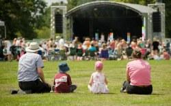 Disfrute de los Festivales Musicales más destacados del verano con Holidays Lounge