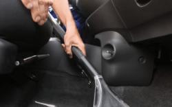 como mantener limpio el interior de mi auto, como limpiar el interior de un auto con productos caseros, limpiar plásticos interior auto, como limpiar el tablero de un auto, como limpiar la tapicería de un carro, como lavar un auto por dentro, como limpiar tapizado de auto