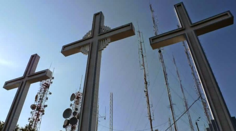 cerro-enteratecali-tres cruces-semanasanta-