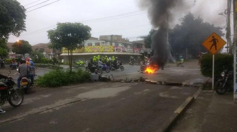 Desde temprano altercados y enfrentamientos entre habitantes del barrios la Paz y el ESMAD
